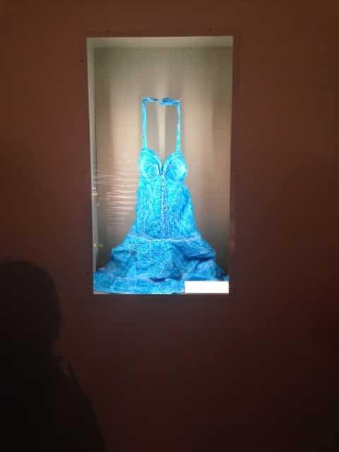 Robe Petit Chaperon bleu dans la galerie de Roland Garros