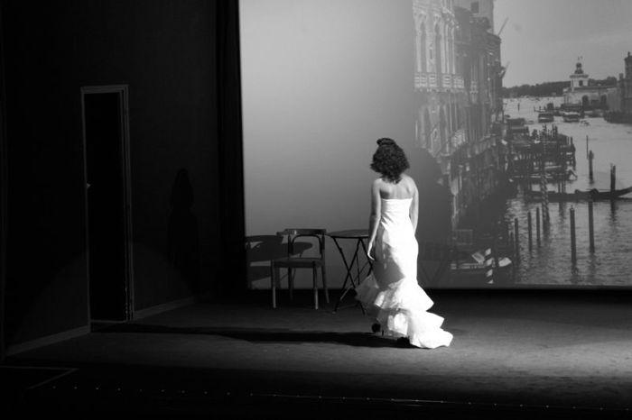 "Sabrina porte la robe \"" Flamenco\"" en matière vintage et parapente recyclé"