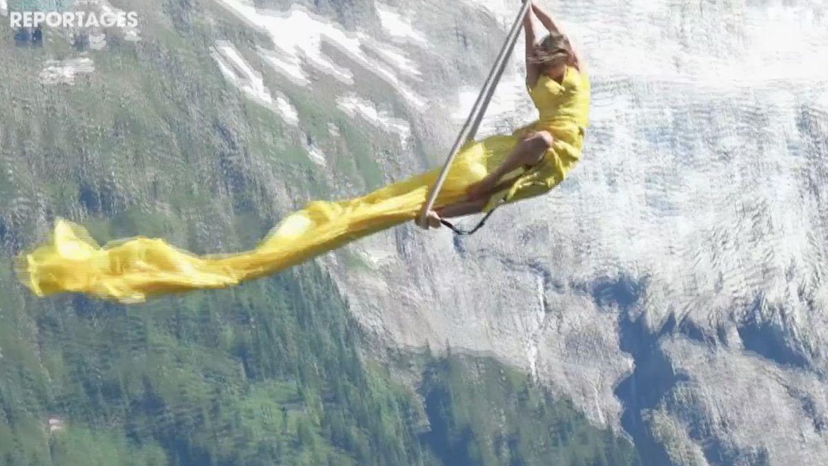 vol de Sophie Jenot, trapéziste aérienne et Olivier Laugero