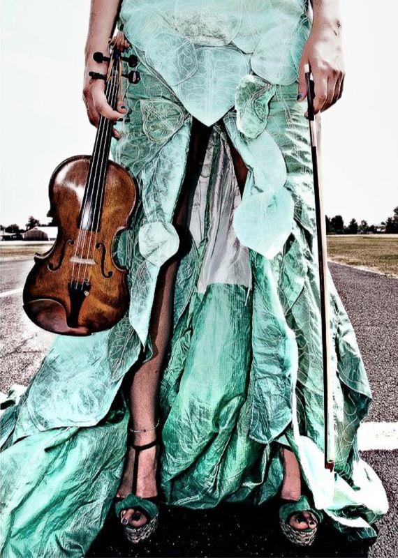 robe-feuille-parapente-recyclé-creation-Valerie-PACHE-irene- ABRIGO-photos-Fillipo-BONGIOVANNI