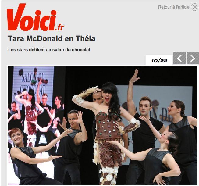 tara-macdonald-robe-valerie-pache-18